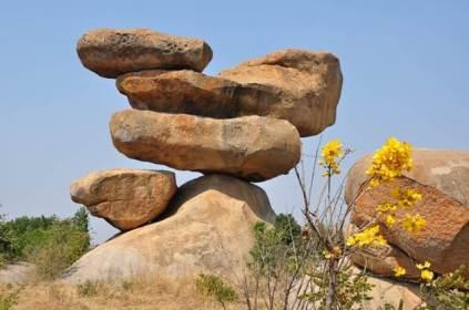 Balancing-Rocks-Zimbabwe