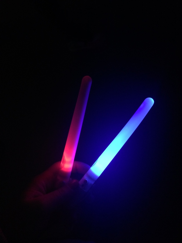 clubbercise-dance-workout-glowsticks-3